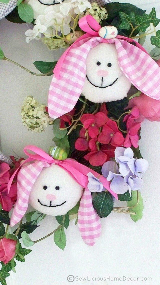 http://sewlicioushomedecor.com/wp-content/uploads/2013/02/Easter-Wreath-Tutorial.jpg