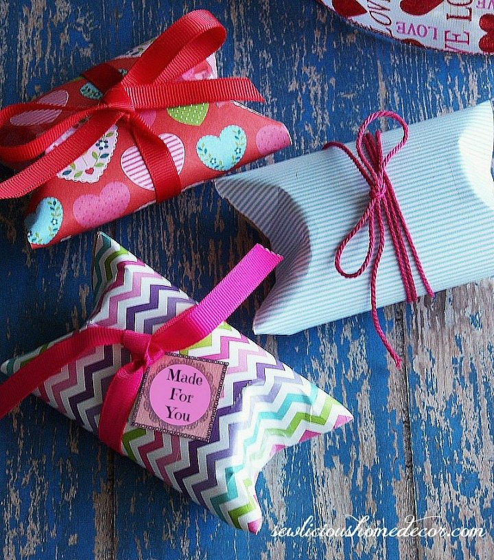 http://sewlicioushomedecor.com/wp-content/uploads/2014/01/Valentine-Pillow-Boxes-free-gift-tags-at-sewlicioushomedecor.com_.jpg