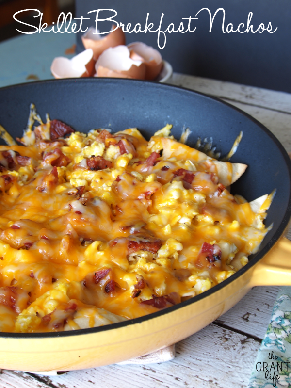 Skillet-Breakfast-Nachos-Watch-the-entire-pan-disapear