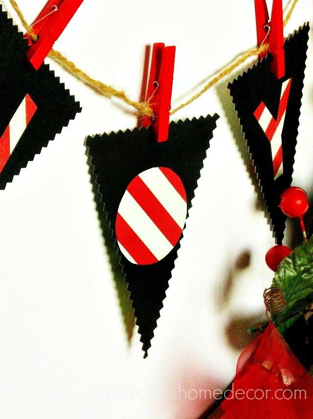 DIY Clothespin Holiday Wreath.jpg