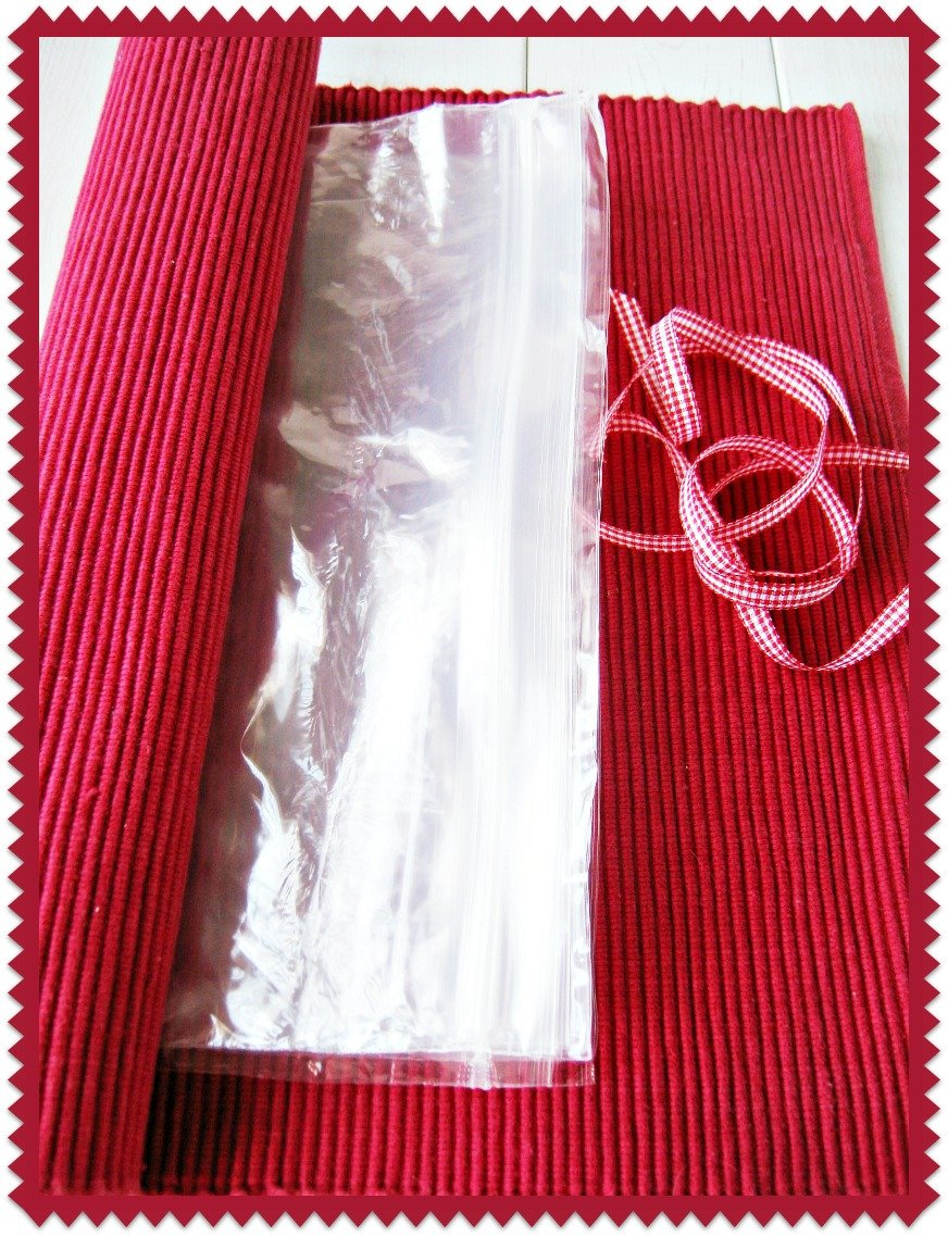 Plastic Baggie and Placemat Rollup Organizer at sewlicioushomedecor.com