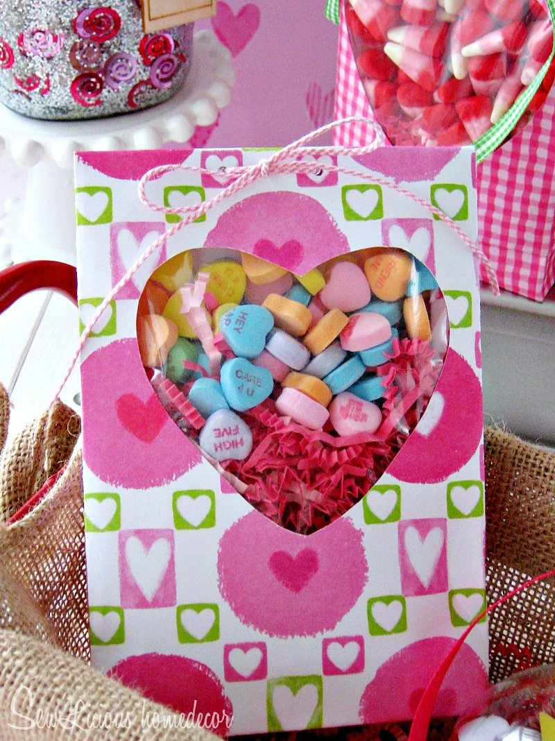 Valentine Candy Treat Bags at sewlicioushomedecor.com