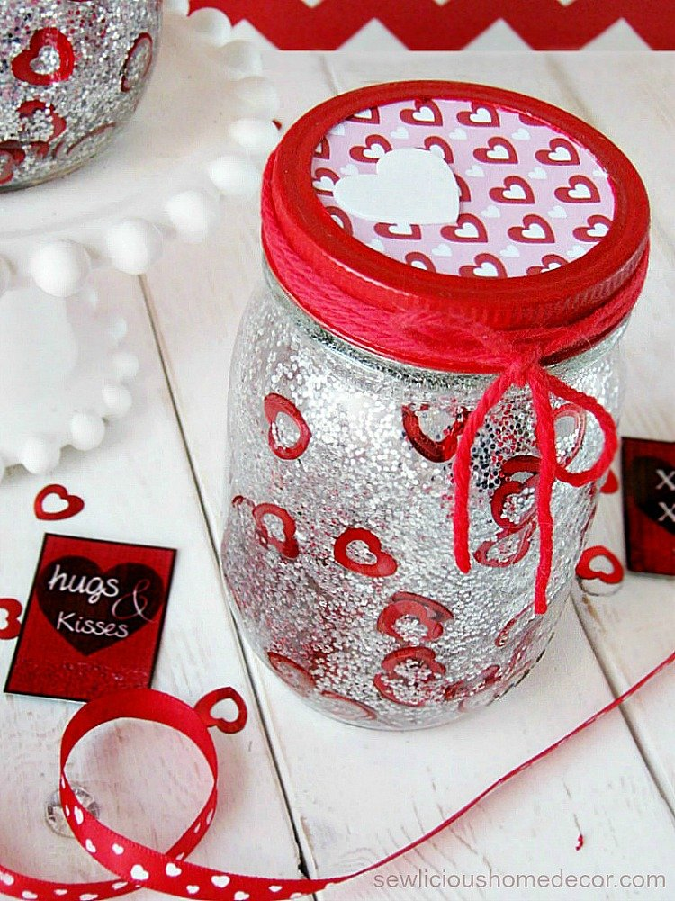 DIY Glitter Valentine Jars with free printables sewlicioushomedecor.com