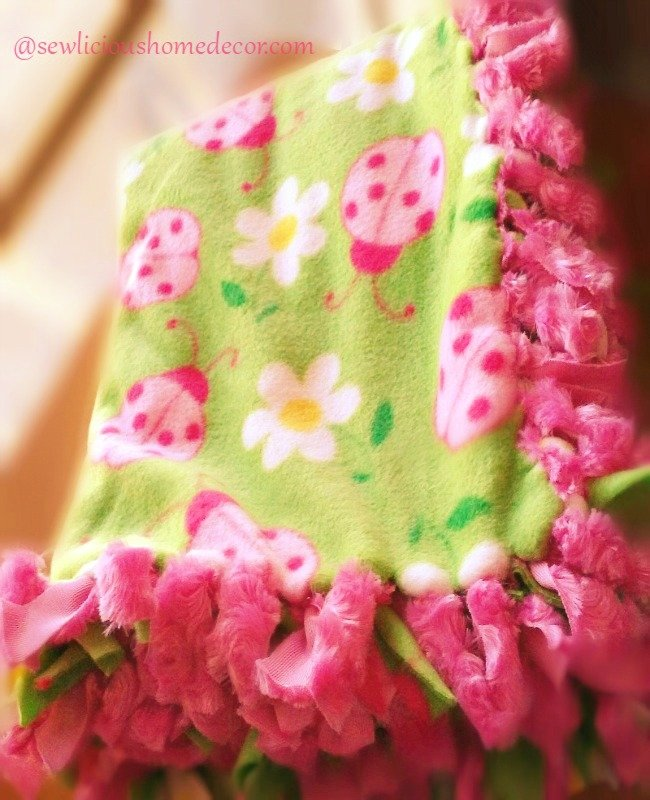 Super Easy No Sew Blanket Tutorial at sewlicioushomedecor.com