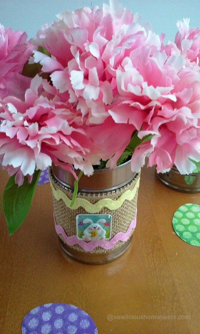 Easter Bunny Tin Cans. Just use empty tin cans and add Easter burlap or ribbon and fill with flowers. sewlicioushomedecor.com