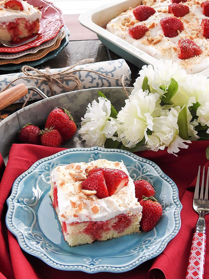 Homemade-Strawberry-Poke-Cake-sewlicioushomedecor.com