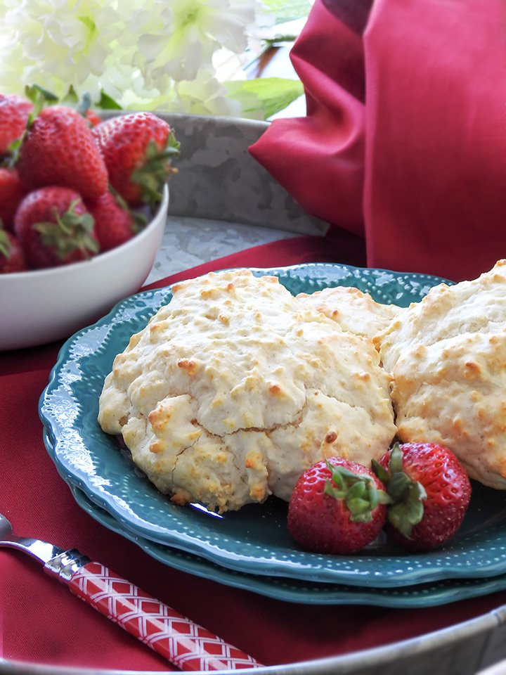 How to make strawberry shortcakes. sewlicioushomedecor.com
