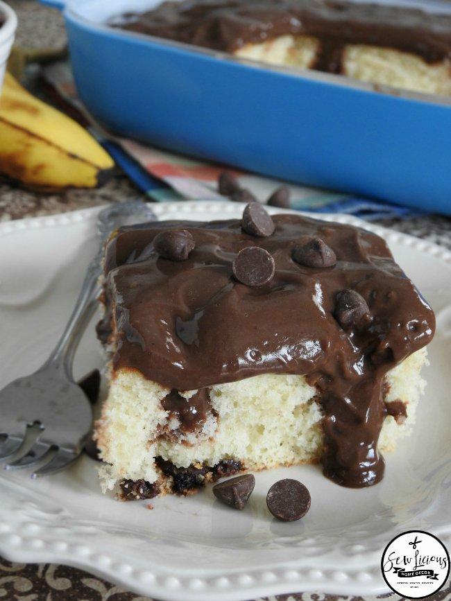 banana-cake-and-chocolate-pudding-poke-cake-the-perfect-two-combinations-sewlicioushomedecor-com