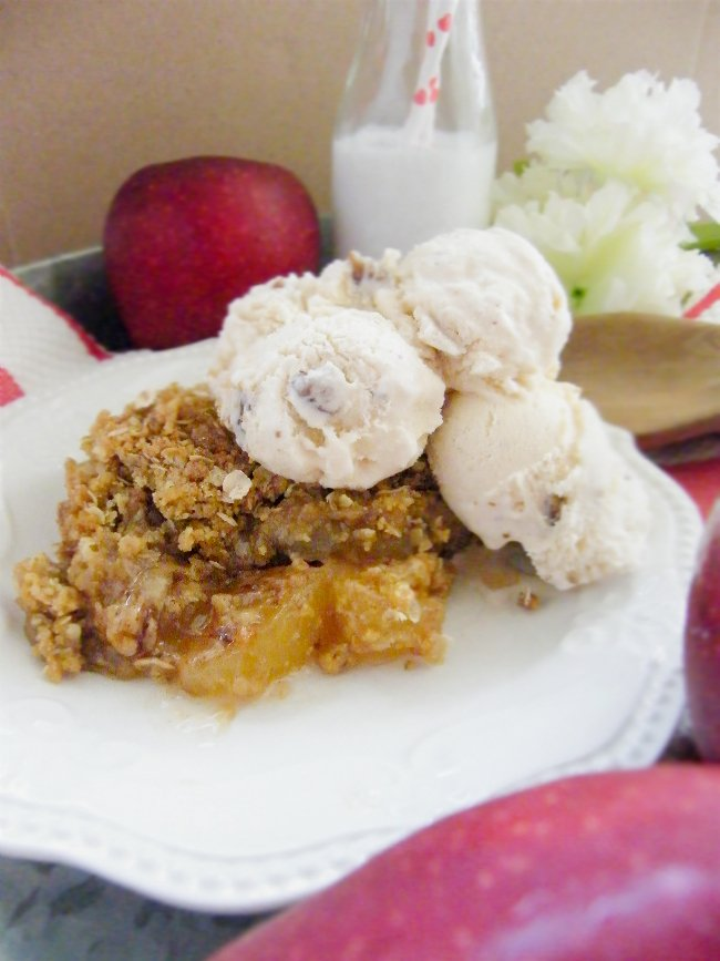 Best Homemade Apple Cobbler with Buttered Pecan Ice Creams sewlicioushomedecor