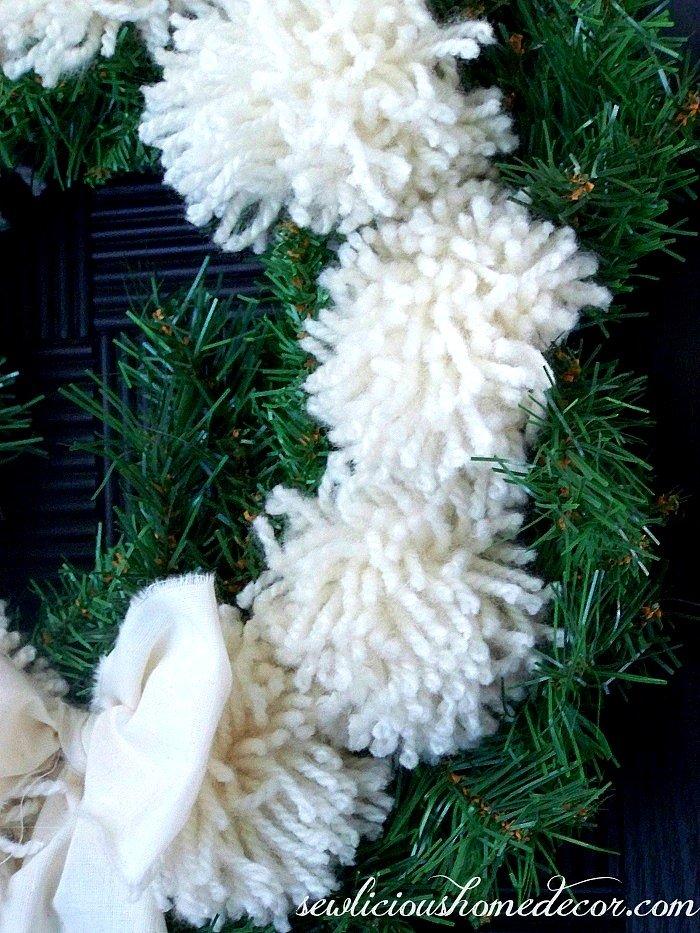 Pom Pom Wreath Tutorial sewlicioushomedecor.com