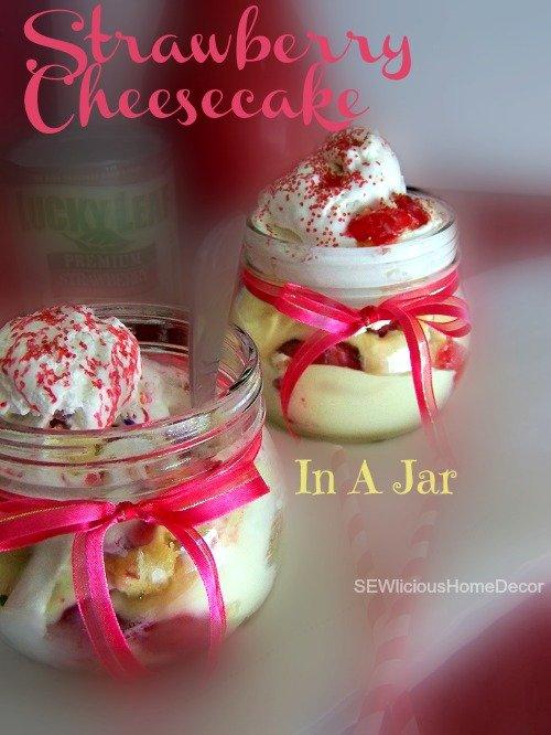 Strawberry twinkie shortbread in a jar at sewlicioushomedecor.com
