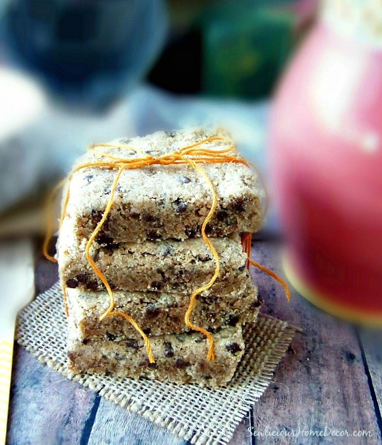 Chocolate Chip Peanut Butter Shortbread Bars