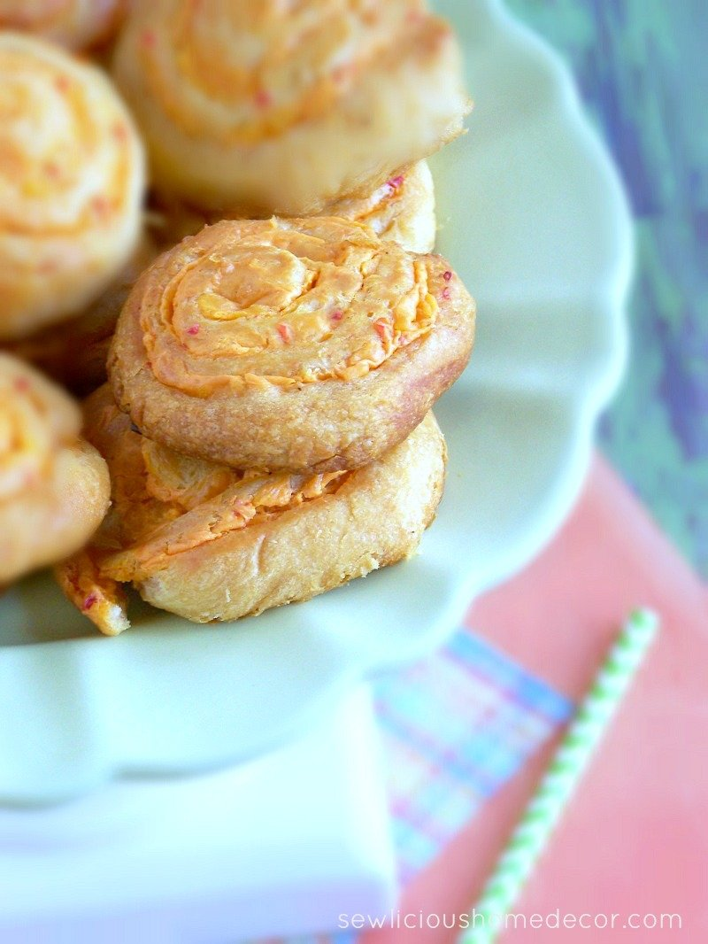 Pimento Cheese Pinwheels at sewlicioushomedecor.com
