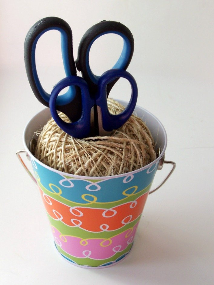 DIY Craft Room Bucket and Twine Scissor Holders at sewlicioushomedecor.com