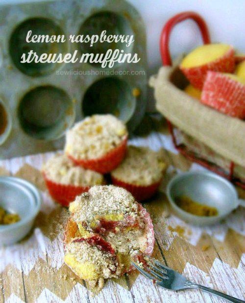 Lemon-Raspberry-filled-Streusel-Muffins