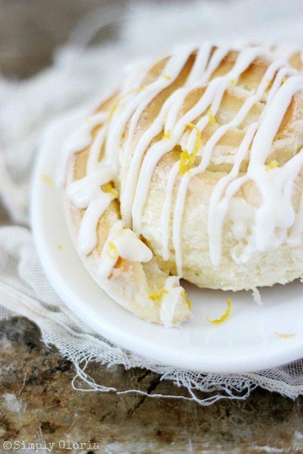 Sticky-Lemon-Sweet-Rolls-with-SimplyGloria.com-homemade