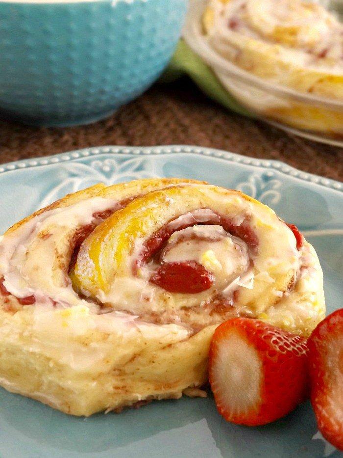 Strawberry-Filled-Cinnamon-Rolls-with-Lemon-Glazed-Icing-sewlicioushomedecor