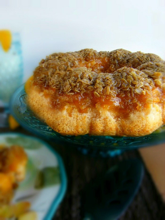 Best Buttermilk Peach Cobbler Cake with An Oats Crumbled Topping sewlicioushomedecor.com