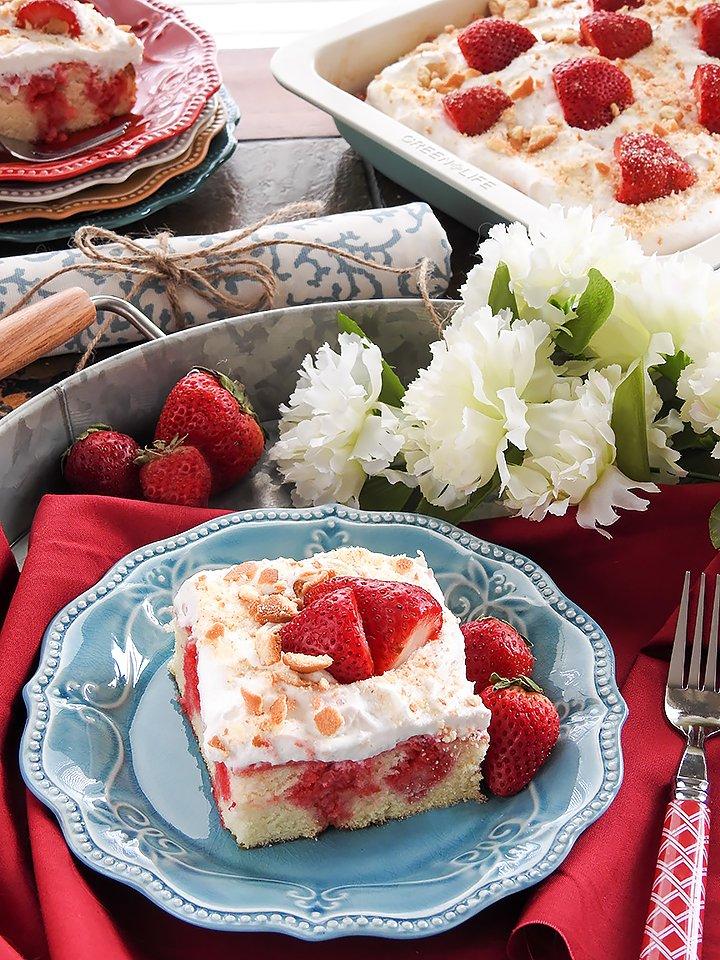 Homemade-Strawberry-Poke-Cake-sewlicioushomedecor.com