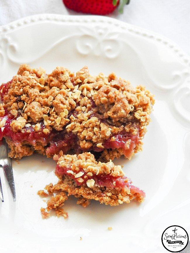 homemade-strawberry-crisp-sewlicioushomedecor-com