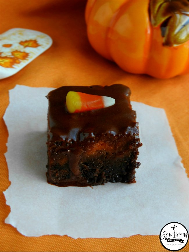 2-ingredient-pumpkin-pie-brownies-topped-with-chocolate-frosting