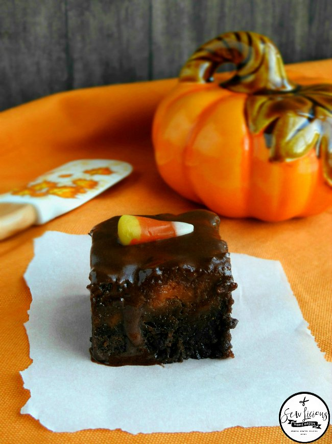 fall-pumpkin-pie-brownies-with-chocolate-frosting-these-make-a-perfect-dessert-for-thanksgiving-sewlicioushomedecor-com