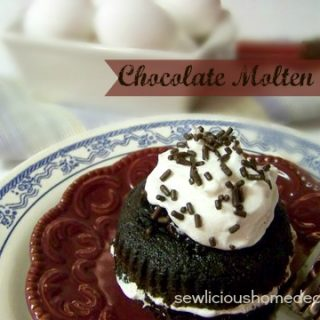 Chili's Knockoff Chocolate Molten Cake {desserts}